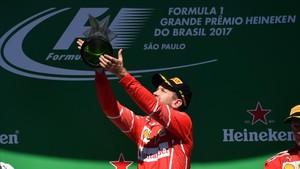Vettel celebró por todo lo alto un triunfo importante para él