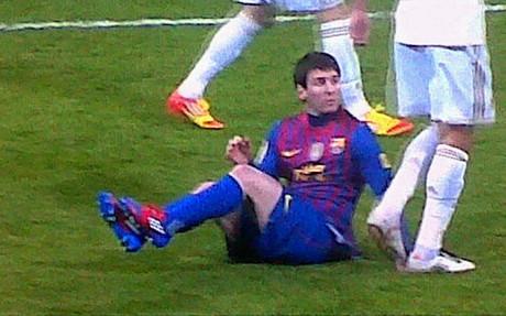 Pepe pisó a Messi cuando el argentino estaba en el suelo