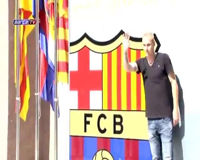 Mathieu ya posa con el escudo del Barça