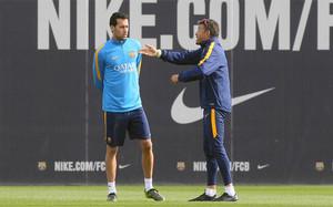 Busquets y Luis Enrique, en un entrenamiento