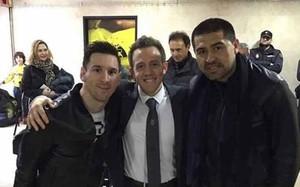 Riquelme se hizo una foto con Messi en la zona de vestuarios