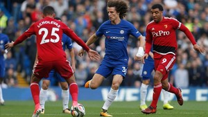 David Luiz intenta superar a Holebas
