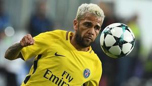 Dani Alves en la visita del PSG al Anderletch (0-4) por Champions