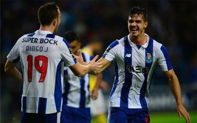 Andr� Silva, celebrando uno de sus goles