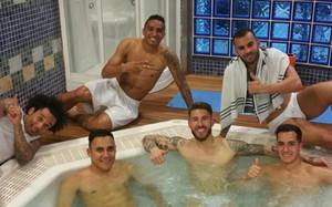 Sergio Ramos compartió una fotografía en el jacuzzi