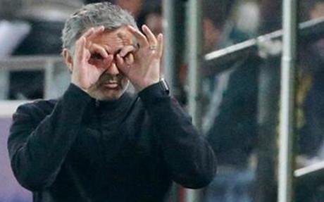 Mourinho es comparado con Sat�n en la prensa brit�nica