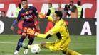 Sergio Rico poco pudo hacer para evitar el 2-0 de Neymar