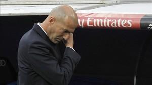 Zidane, desbordado tras la derrota frente al Barça