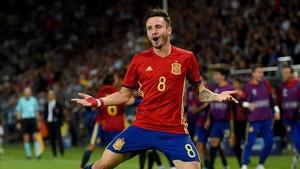 Saúl celebra uno de los goles de la selección