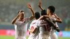 Los jugadores del Sevilla celebran bajo la lluvia el 0-1 de Escudero