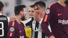 Messi habla con Dybala al término del Juventus - Barça (0-0)