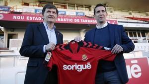 Juan Merino, junto al presidente del Nàstic, Josep Mª Andreu, durante su presentación