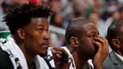 Butler y Wade observan cariacontecidos la derrota ante Atlanta