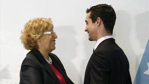 Javier Fernández, con Manuela Carmena