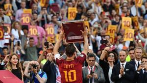 La lluvia de elogios a Totti es incesante