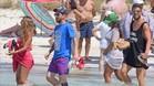 Messi acompañado por Cesc y sus familias en la isla de Formentera