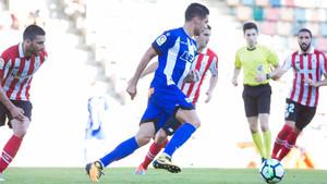 El colegiado dejó plantados a los jugadores del Alavés y del Athletic