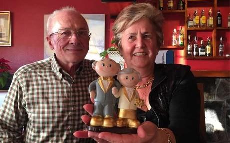 Los padres de Luis Enrique en la imagen subida por el t�cnico a Twitter