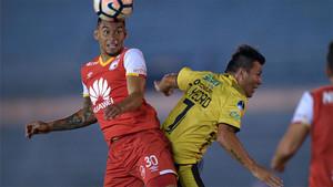 Yeison Stiven Gordillo y Mauricio Jose Yedro, en un lance del partido
