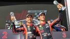 Neuville y su copiloto, en el podio de Australia