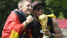 Podolski se mostr� muy cr�tico con el trato que dispens� Mourinho a Schweinsteiger