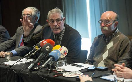 Robert Blanch -en el centro- quiere que se recurra la sentencia favorable a Laporta y su junta
