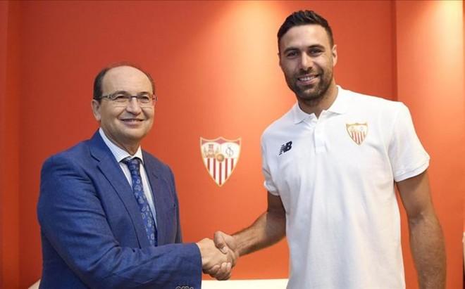 Sirigu, junto al presidente del Sevilla Jos� Castro