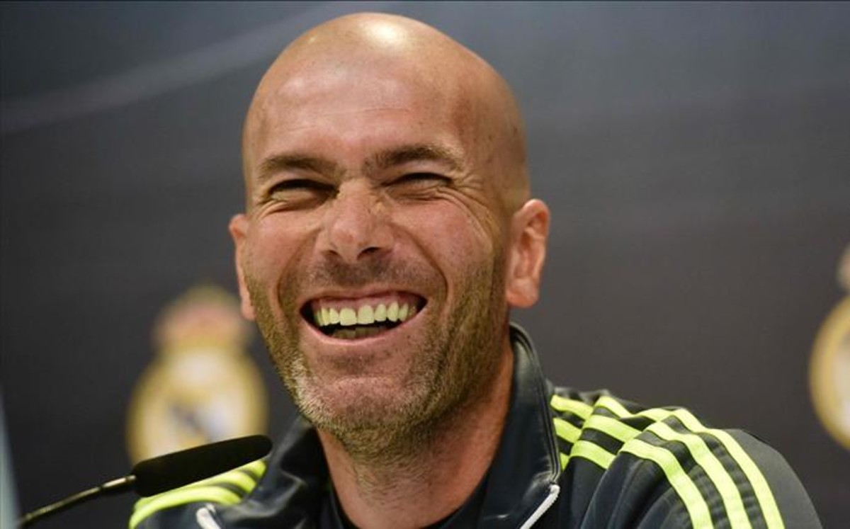 Se confirma: INIESTA le da sopas con onda a ZIDANE. (18-03-2009) - Página 10 Zidane-entrenador-del-real-madrid-1459515052444