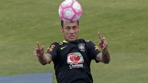 Neymar Jr. pidió a la UEFA la expulsión del Barça de la Champions