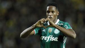 El defensa central Yerry Mina, durante un partido del Palmeiras
