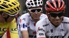 Alberto Contador habla con Froome camino de París