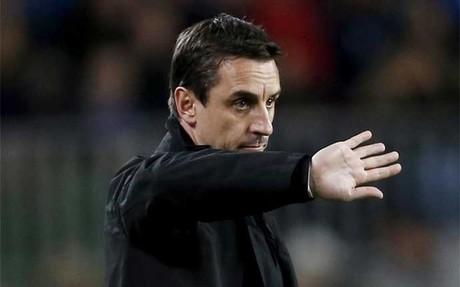 Gary Neville, entrenador del Valencia, fue criticado por Hernan Crespo