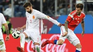 Gerard Piqué completó los 90 minutos y se puso el brazalete de capitán