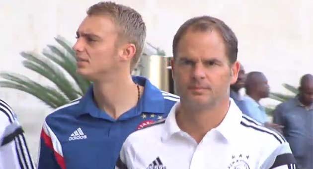 Los jugadores del Ajax, dando un paseo por los alrededores de su hotel
