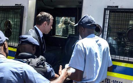 Pistorius fue trasladado en un furg�n policial a la c�rcel