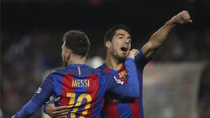 Luis Suárez arropa a Messi