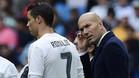 Cristiano Ronaldo y Zinedine Zidane en un momento del Real Madrid-Valencia de la Liga 2015/16