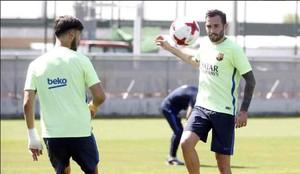 Aleix Vidal ya se entrenó con sus compañeros de la primera plantilla del Barça tras su lesión
