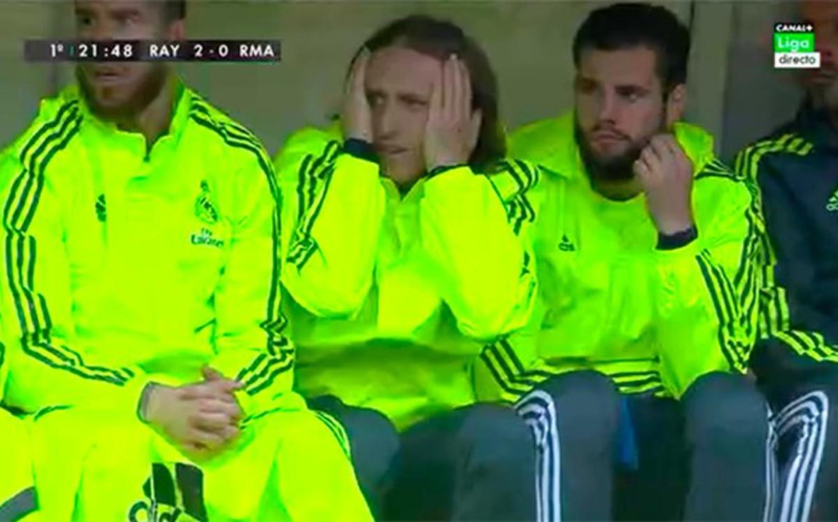 FC Barcelona v Sporting de Gijón. Jornada 35 de Liga. Sábado 20:30. - Página 4 Modric-con-las-manos-cabeza-1461421720464