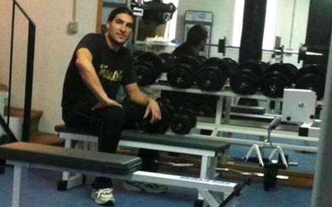 pinto se machaca en el gimnasio de su casa bar a sport On gimnasio pinto