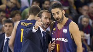 Sito Alonso con Juan Carlos Navarro durante el encuentro Barça-Baskonia