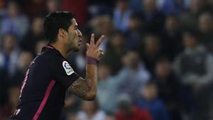 Luis Suárez abrió el marcador tras un gran regalo de Jurado