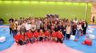 Los ponentes y los asistentes a la jornada posan en la sala de taekwondo del CAR