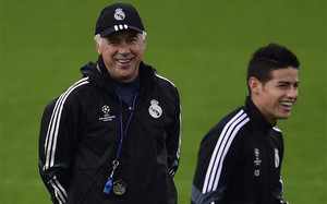 Ancelotti anda detrás de James
