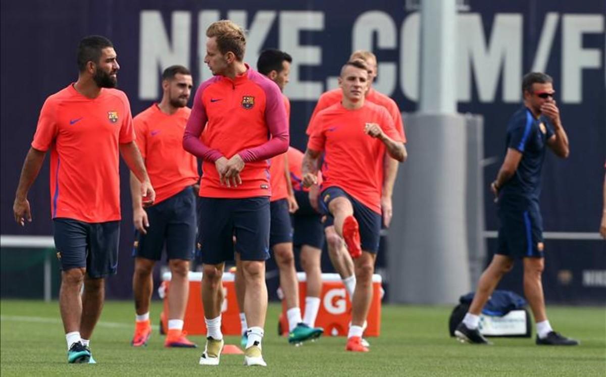 Conozca la lista de convocados de Luis Enrique para el Valencia - FC Barcelona