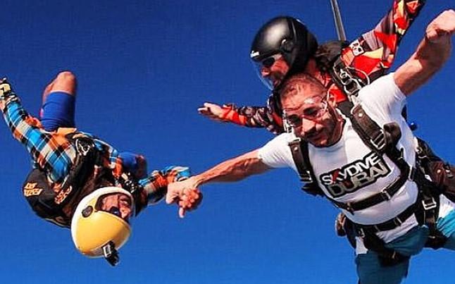 Benzema, expedientado tras practicar paracaidismo