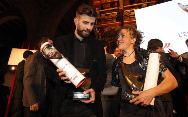 Piqu� se emocion� al dedicar a sus padres el premio al mejor deportista catal�n