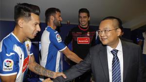 Hernán Pérez saludando al presidente Chen