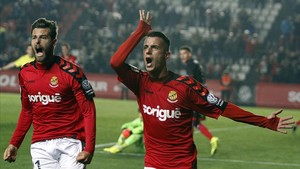 Sergio Tejera celebra el 2-0 junto a Álex López