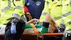 Seamus Coleman salió en camilla tras sufrir una dura entrada de Neil Taylor